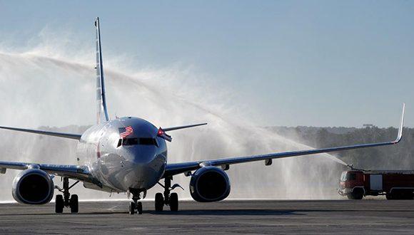 vuelo-de-american-airlines-llega-a-la-habana-580x330
